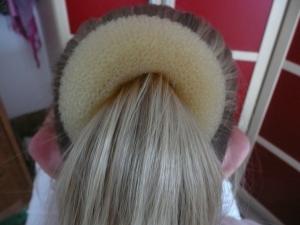 Navlečení drátěnky do vlasů