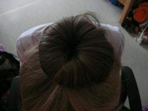 Zadělání vlasů na drátěnce gumičkou